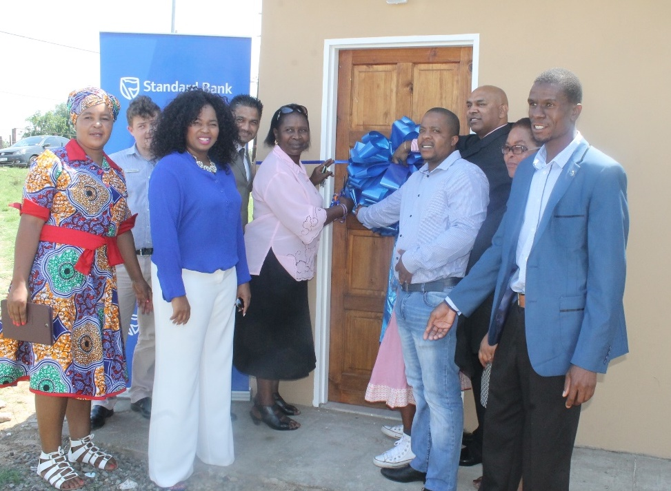 Seen in the picture is representation from Standard Bank led by Mrs. Nelly Mkhize, Deputy Mayor Dudu Sibiya, and Ward Cllrs Cyril Ngema, Cllr Rueben Molelekoa Cllr ,Sibilwane and Cllr Fikile Gama and beneficiary Ms. Joyce Zwane