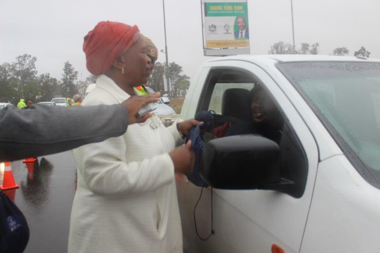 Deputy Mayor Cllr D. Sibiya sharing road safety tips with car drivers
